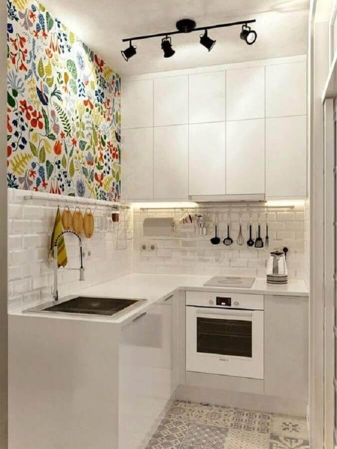 papel de parede colorido para cozinha compacta branca
