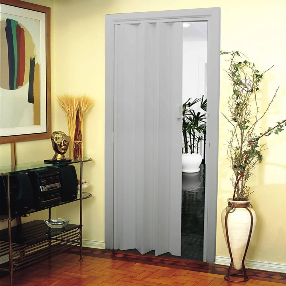 porta sanfonada na sala de estar