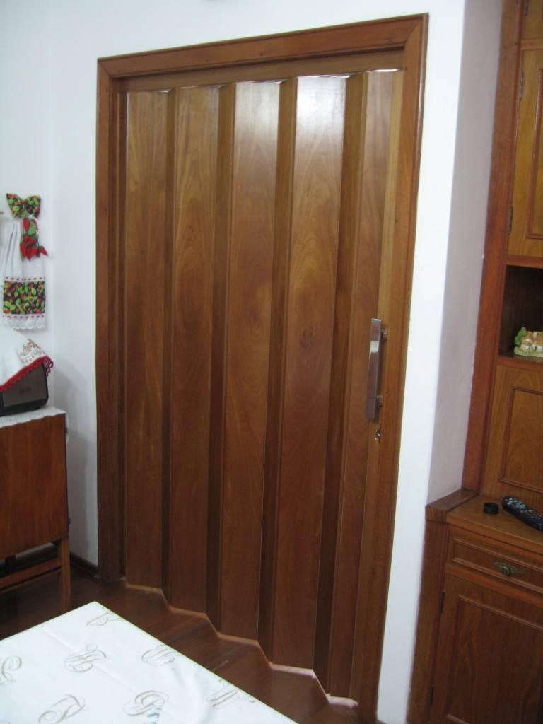 porta sanfonada no quarto-de-casa