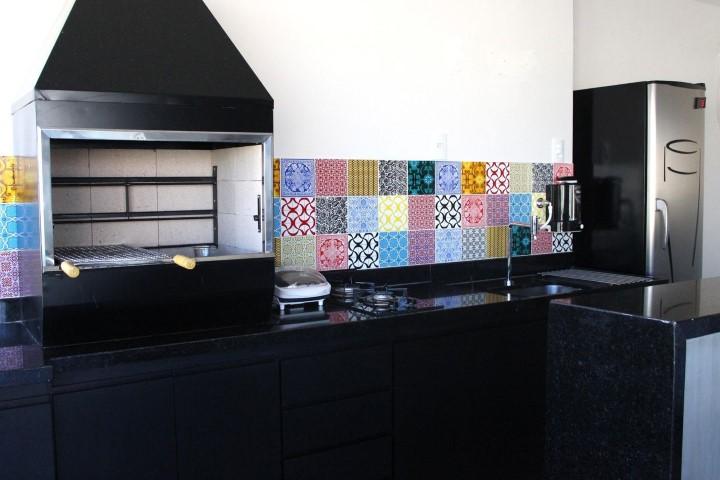 Adesivo de azulejo em varanda gourmet Projeto de Studio Due Arquitetura