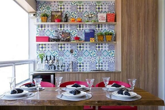 Adesivo de parede na sala de jantar Projeto de Triplex Arquitetura