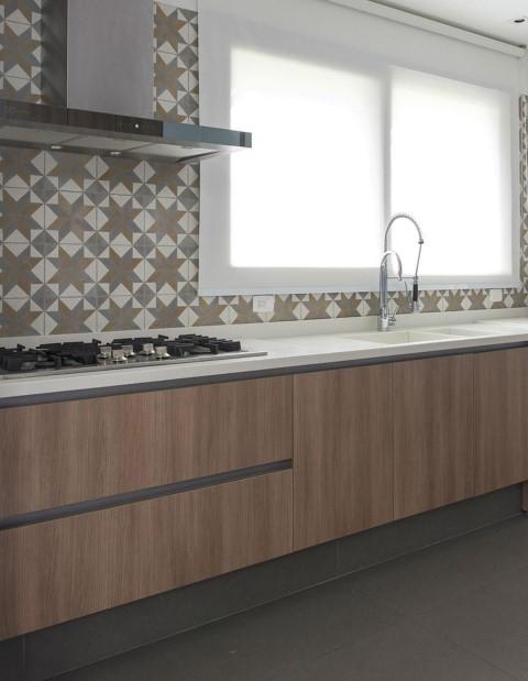 Adesivo para azulejo de cozinha bege e cinza Projeto de Triplex Arquitetura
