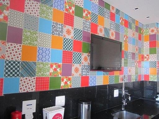 Adesivo para azulejo de cozinha colorido Projeto de Sueli Porwjan