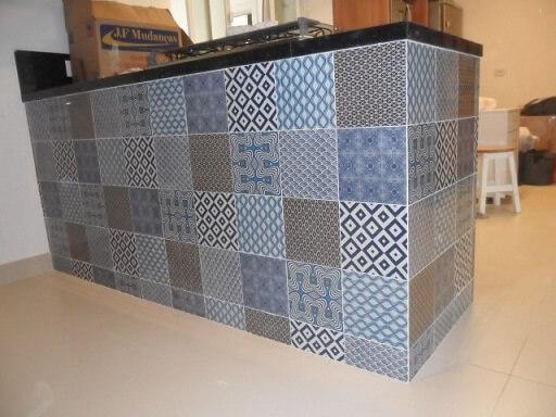 Adesivo para azulejo de cozinha em ilha Projeto de SS Reforma e Arquitetura