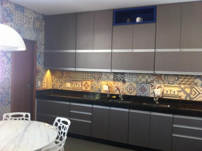 Adesivo para azulejo de cozinha estampado Projeto de Sylvia Leticia de Araujo