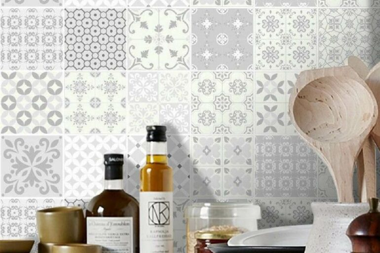 Aprenda como usar adesivo para azulejo. Fonte: Pinterest