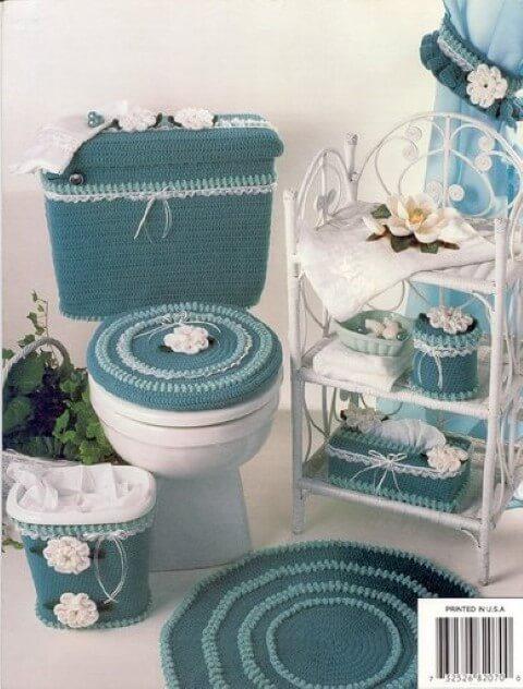 Jogo de banheiro de crochê azul com flores