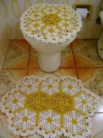 Jogo de banheiro de crochê branco com amarelo