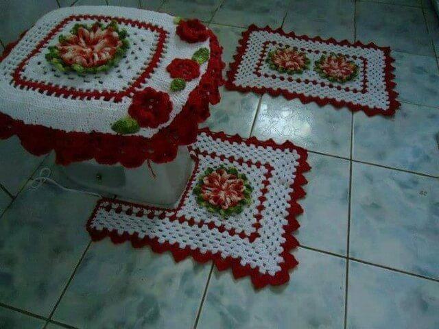 Jogo de banheiro de crochê branco e vermelho com flores