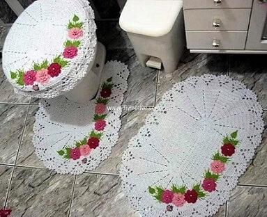 Jogo de banheiro de crochê com borda de flores