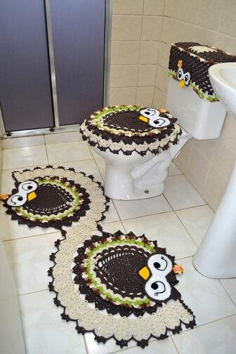 Jogo de banheiro de crochê de coruja colorida