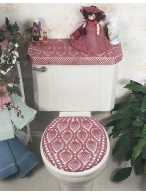 Jogo de banheiro de crochê rosa combinando com boneca