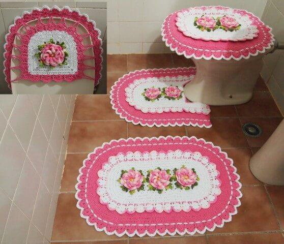 Jogo de banheiro de crochê rosa e branco com flores