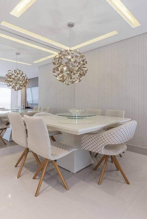 Sala-de-jantar-moderna-com-papel-de-parede-com-textura-Projeto-de-Cassia-Giacomazzi