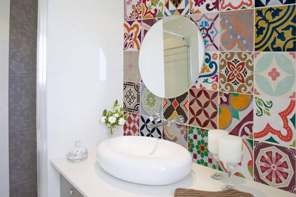 adesivo para azulejo no banheiro