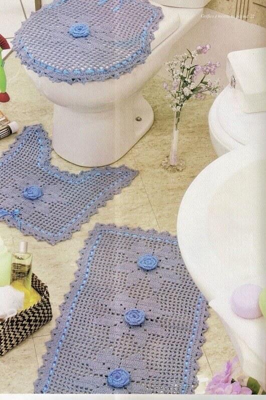 delicado jogo de banheiro de crochê azul