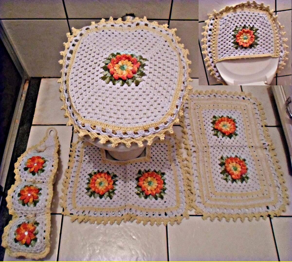 jogo de banheiro de croche branco e bege com flores