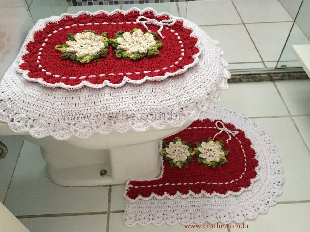 jogo de banheiro de croche branco e vermelho com flores