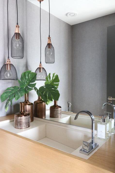 Reforma de banheiro com pendentes industriais