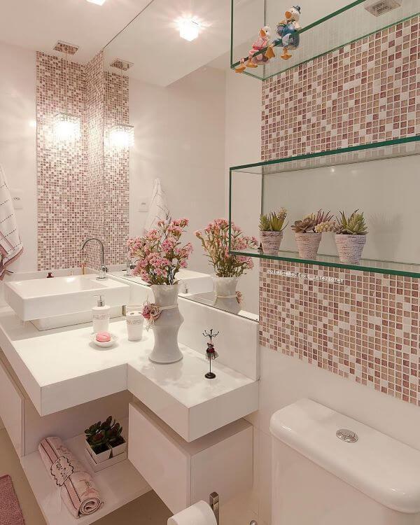 Use pastilhas adesivas na reforma de banheiro