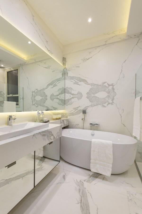 Pia de mármore na reforma de banheiro