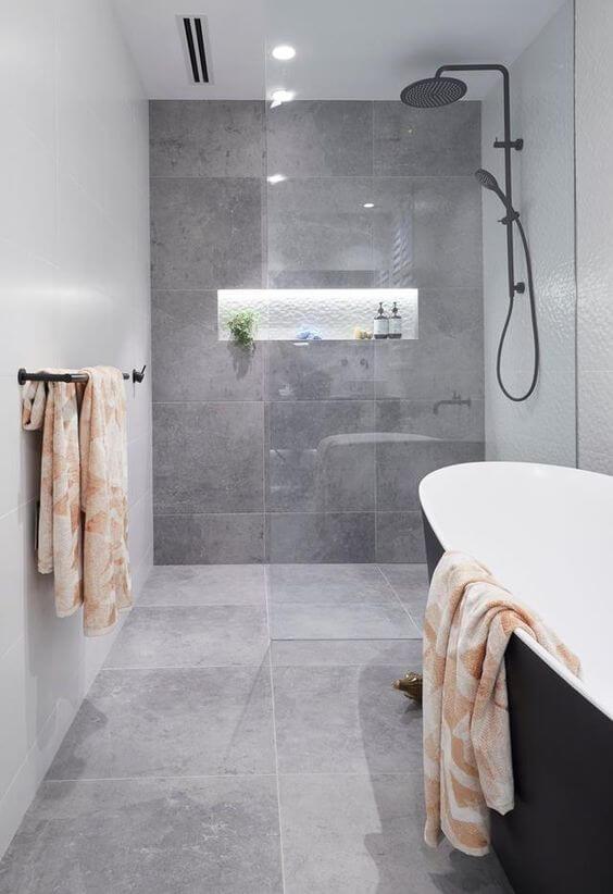 Reforma de banheiro com porcelanato cinza