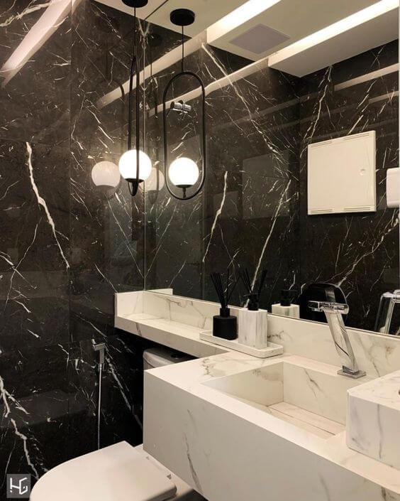 Reforma de banheiro preto e branco