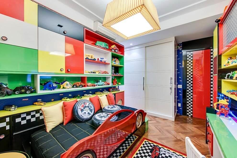 prateleiras para quarto de menino coloridas carro andrea bento 101163
