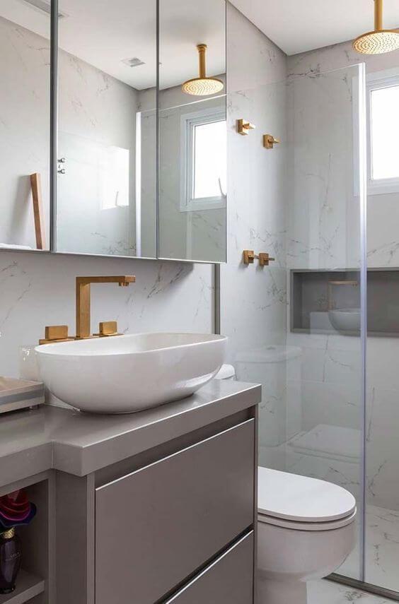Reforma de banheiro com espelheira