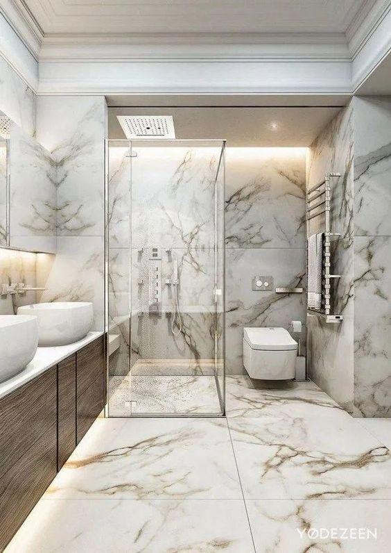 Reforma de banheiro com porcelanato marmorizado