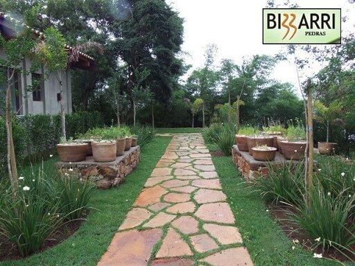 Horta em casa de temperos no jardim Projeto de Pedras Bizzarri