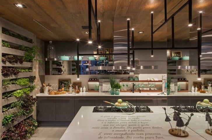 Horta em casa vertical em cozinha Projeto de Casa Cor Franca 17