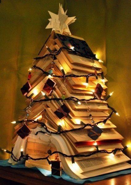 arvore de natal artesanal de livros tumblr
