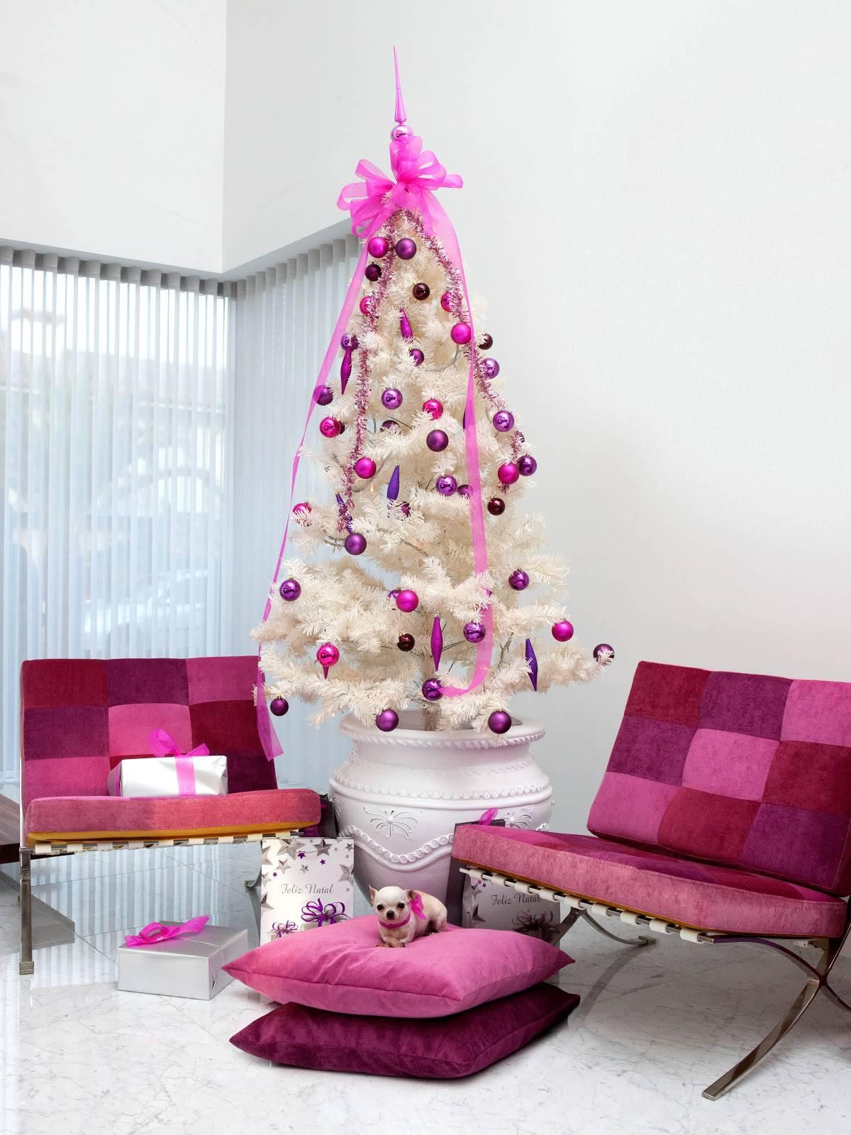 arvore de natal branca com rosa