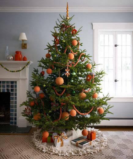 arvore de natal laranja com bolinhas fofas