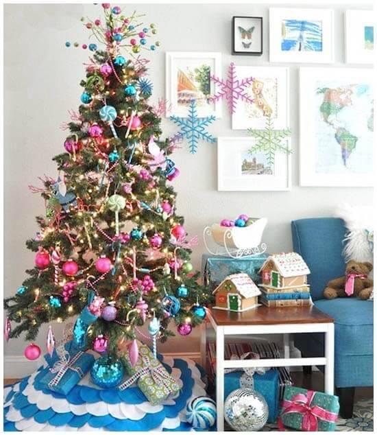 arvore de natal rosa com azul claro