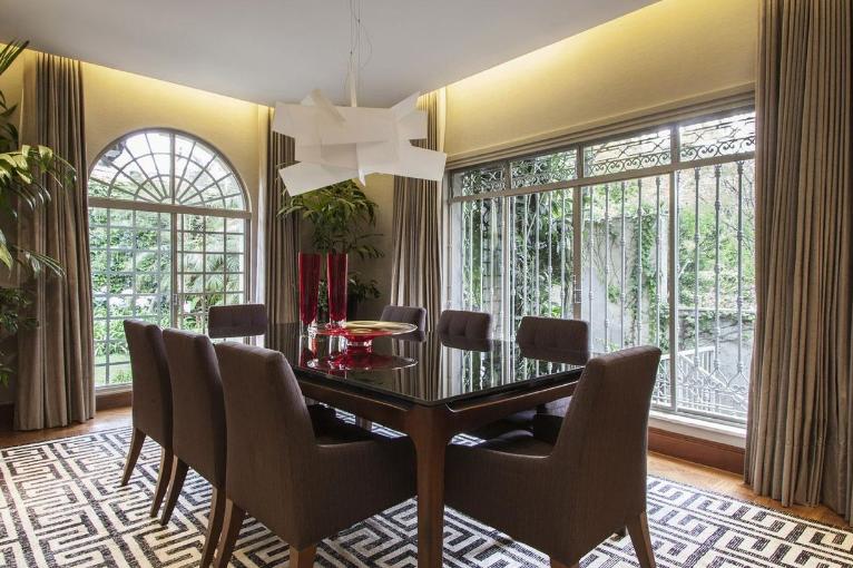 Sala de jantar com ventilação cruzada.