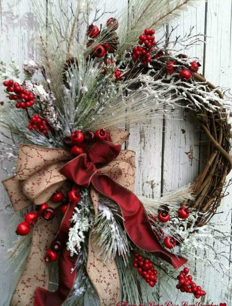 Decoration with rustic Christmas garland