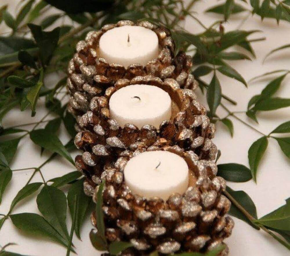 Pine cones and candles are also items always present in Christmas decoration