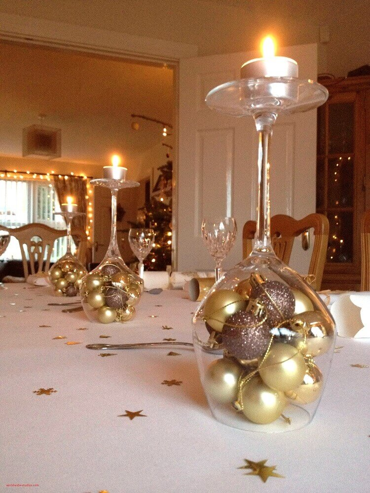 How about making your own Christmas decorations to decorate your dinner table? It's easy!