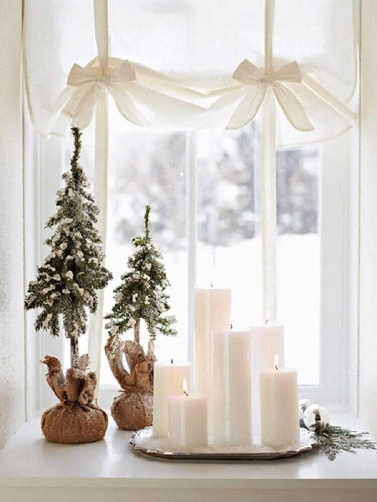 Beautiful clean decoration with super delicate Christmas decorations