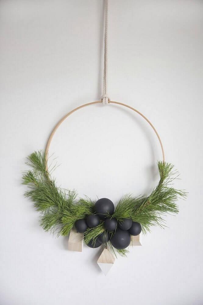 Beautiful garland for minimalist decor this Christmas
