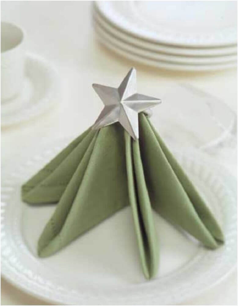 Folded napkin in the shape of a tree, will delight all your guests