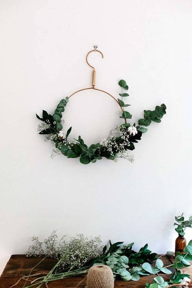 Some models of Christmas wall decorations are perfect for those seeking a more modern and clean style