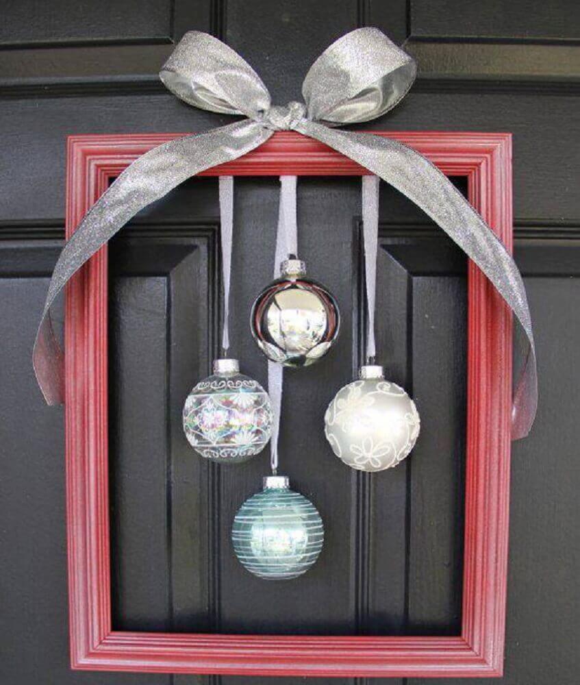 Também existem modelos mais simples de enfeites de natal para porta
