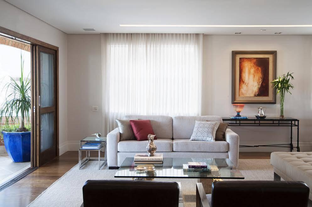 Sala de estar nas cores claras.
