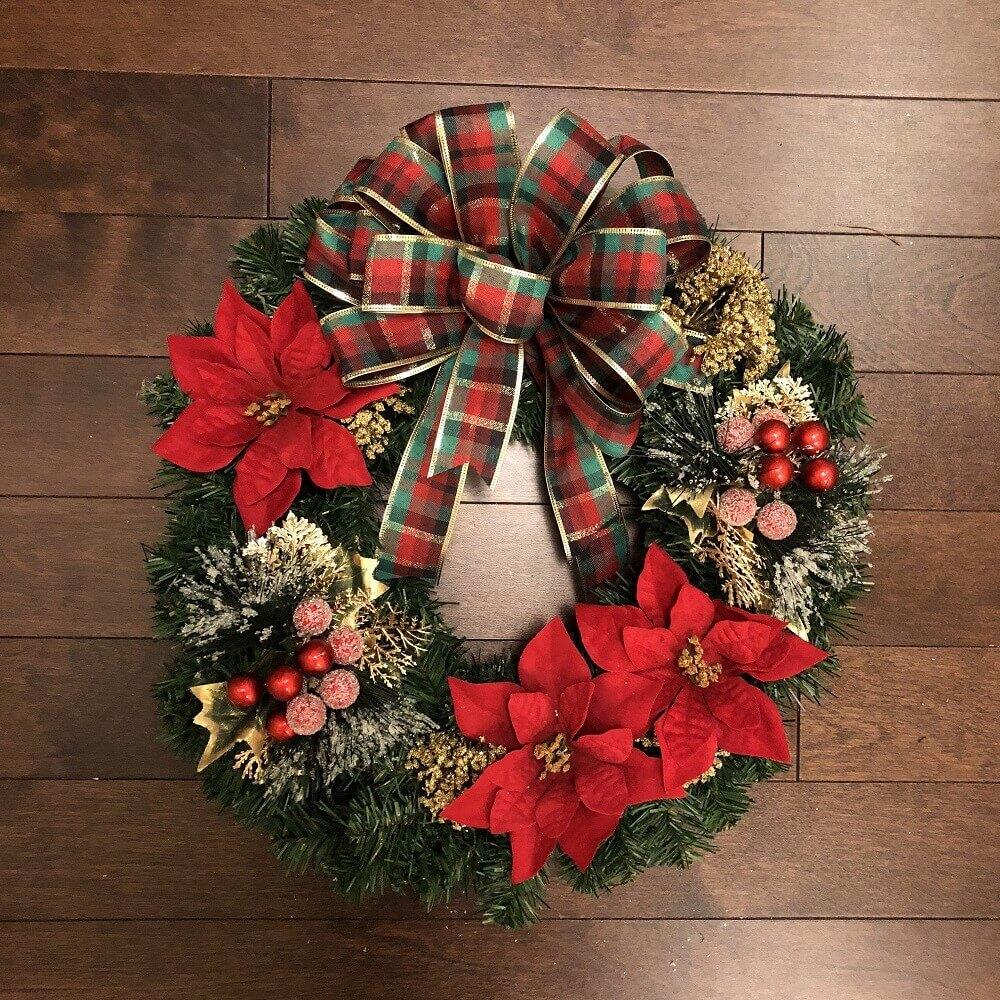 modelo tradicional de guirlanda de natal vermelha e verde Foto Branch and Bloom