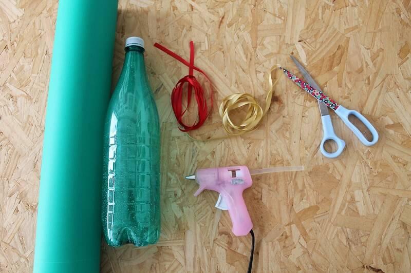 Materiais para fazer Árvore de Natal de Garrafa PET
