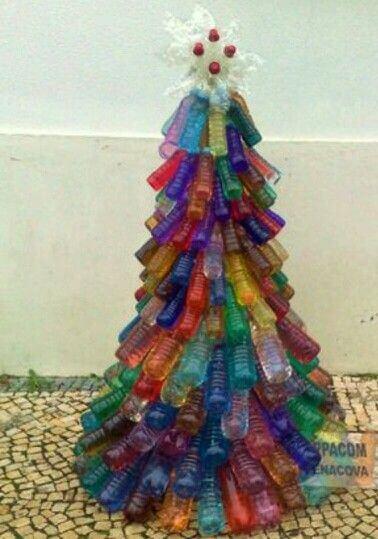Árvore de natal de garrafa PET coloridas Foto de Pinterest