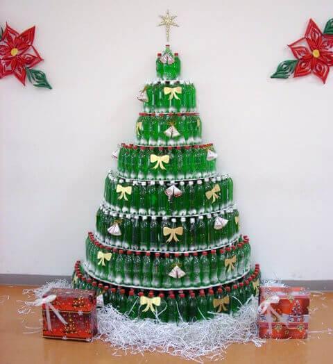 Árvore de natal de garrafa PET inteira Foto de Reciclados La Red